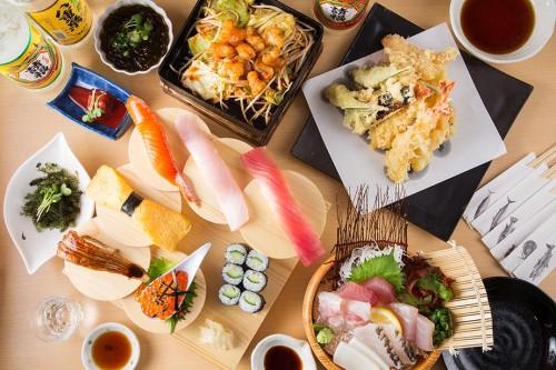 海鮮料理や島野菜料理など多彩な料理をご提供