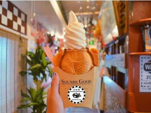 人気の島たい焼きソフトクリーム
