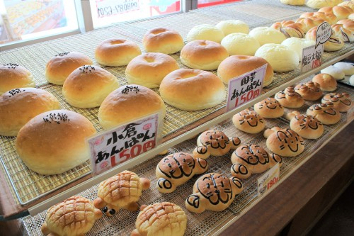 大人から子供まで喜ぶ焼き立てパンを数多く製造しています